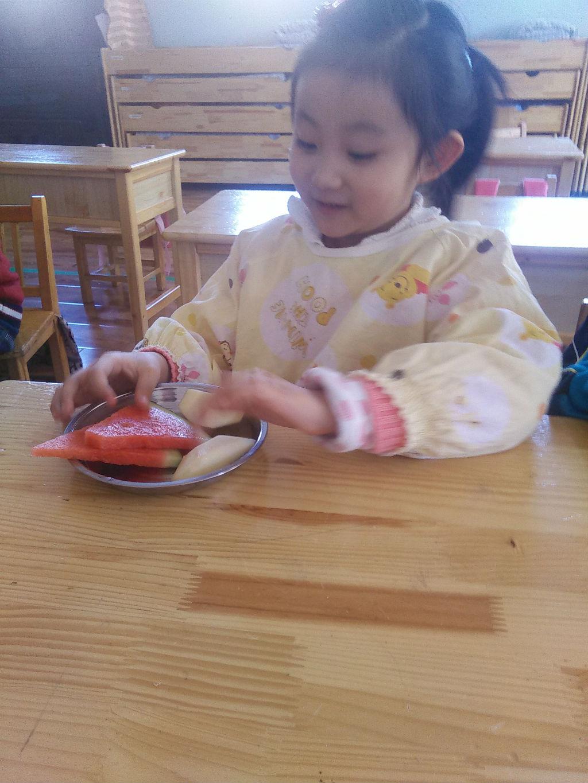 吃水果喽图片